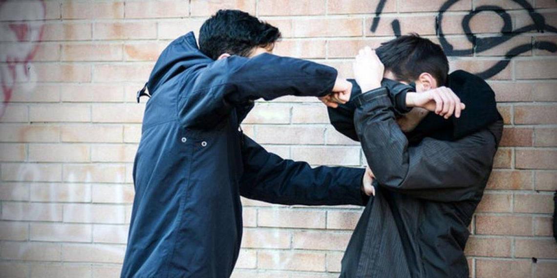 Половина россиян сталкивалась с агрессией подростков