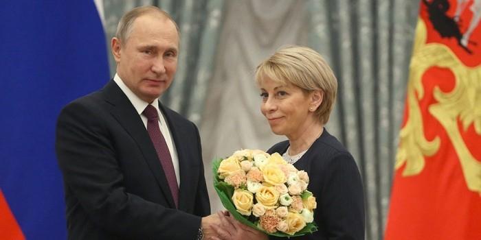 Путин вручил премии в области правозащиты и благотворительности