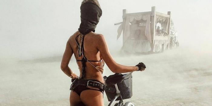 Самые сексуальные девушки фестиваля Burning Man 2017