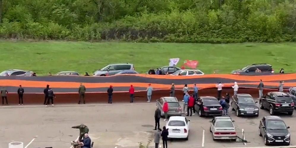 В ЛНР развернули самую большую георгиевскую ленту