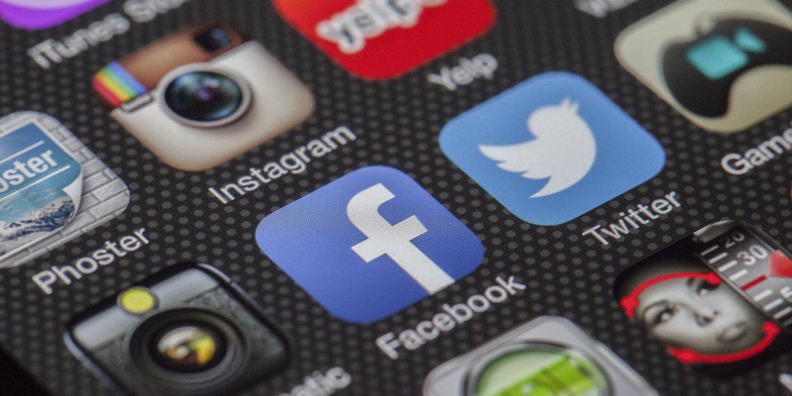 Американский эксперт призвал остановить разрушительное влияние соцсетей на молодежь