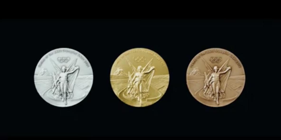 Япония показала медали к Олимпиаде-2020 из старых гаджетов
