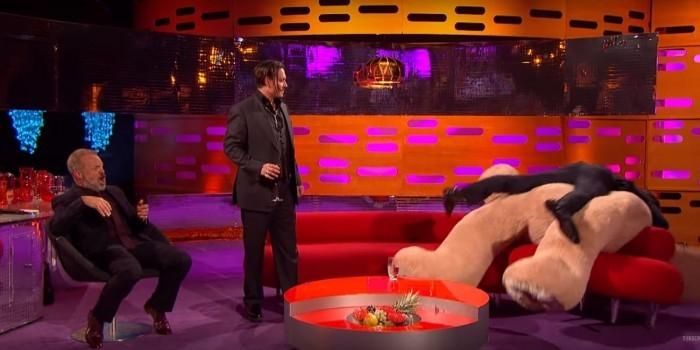 Бенедикт Камбербэтч и Джонни Депп атаковали невинного плюшевого медведя