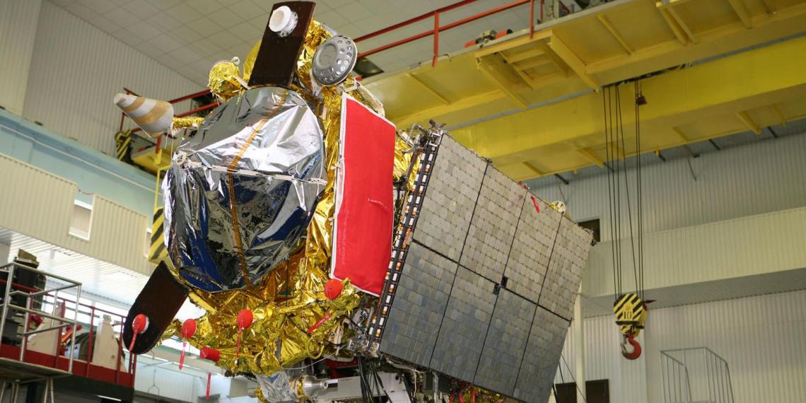 """""""Роскосмос"""" получил на аппаратуру для спутников """"сумму с большим числом нулей"""" и сделал """"дырку от бублика"""""""