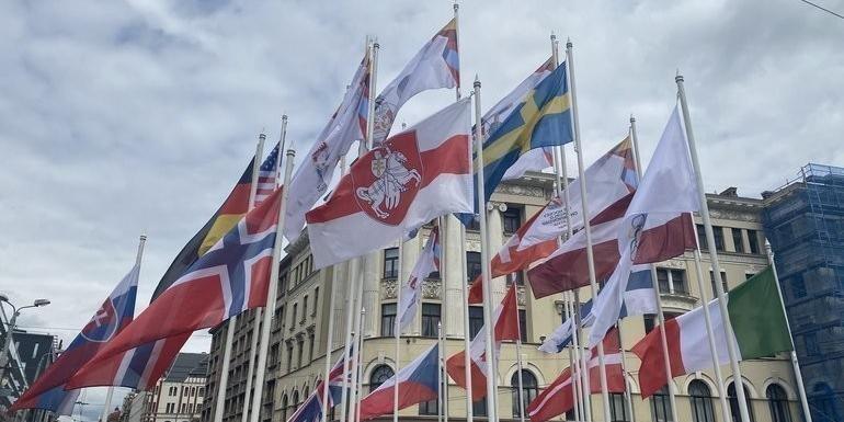 Страны-участницы ЧМ по хоккею захотели снять свои флаги из солидарности с Белоруссией