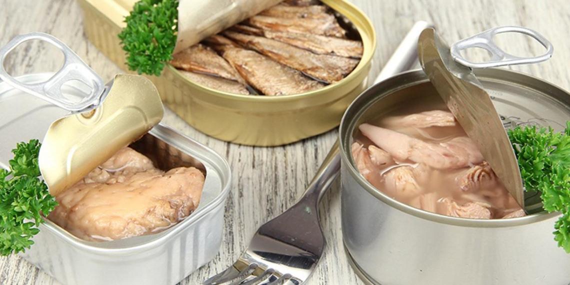 Старейший производитель рыбных консервов пожаловался на массовую фальсификацию продукции
