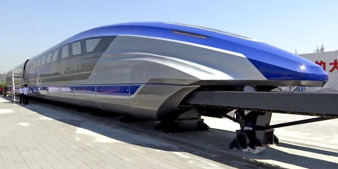 В Китае запустили скоростной поезд, способный разгоняться до 600 км/ч
