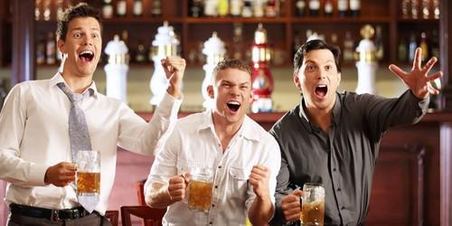 Ученые узнали, что пьяные люди чаще помогают другим