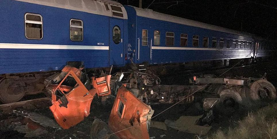 """Опубликовано видео с места ДТП поезда и """"КамАЗа"""", в котором пострадали 18 человек"""