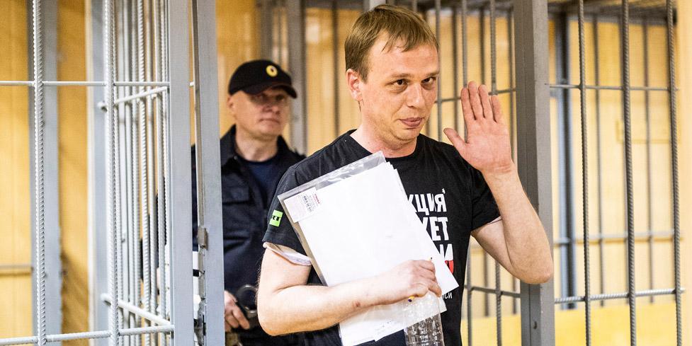 Полицейские незаконно купили наркотики, чтобы подбросить Голунову