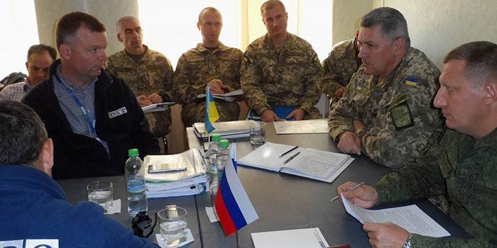 Российские офицеры на следующей неделе покинут СЦКК на Донбассе