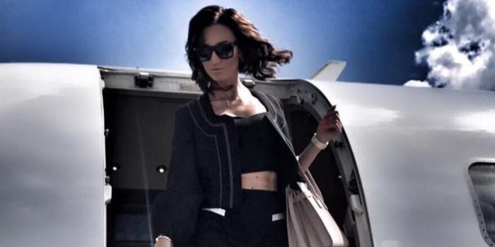"""""""Надо быть скромнее"""": Бузова разозлила фанатов, отправившись на ужин на частном самолете"""