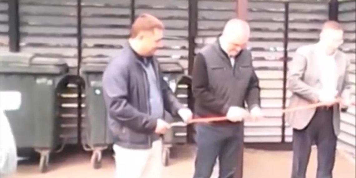 Челябинские депутаты торжественно открыли мусорку