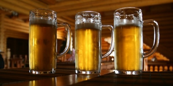 Пьяная женщина на спор переплыла Урал ради 50 кружек пива