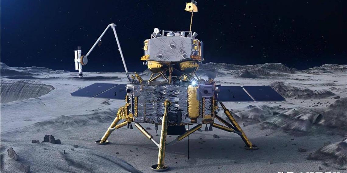 """Китайский аппарат """"Чанъэ-5"""" прислал на Землю фото флага КНР на Луне"""