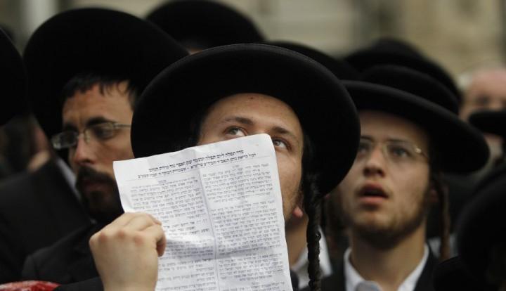 Цензура по-израильски: газета Haredi удалила с фото марша в Париже всех женщин
