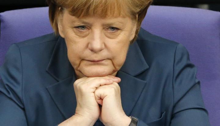 Европейские СМИ: ввязавшись в затею с антироссийскими санкциями, Меркель расколола Германию и ЕС