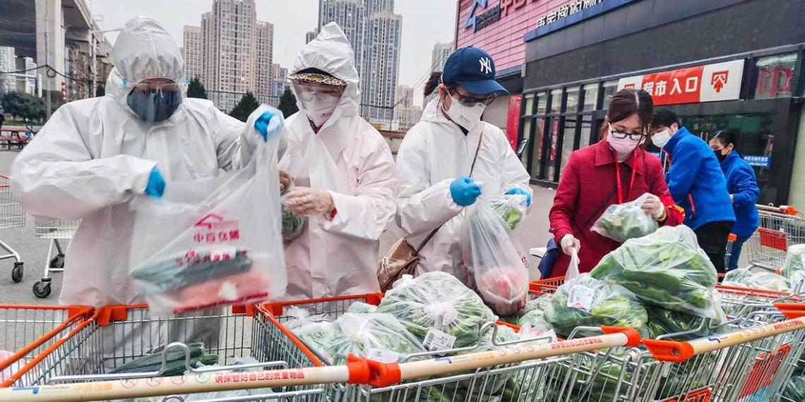 В Китае поманили больных с коронавирусом наградой в $1,4 тысячи