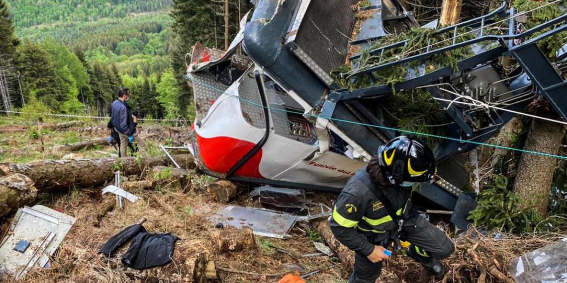 Падение кабины фуникулера в Италии попало на видео