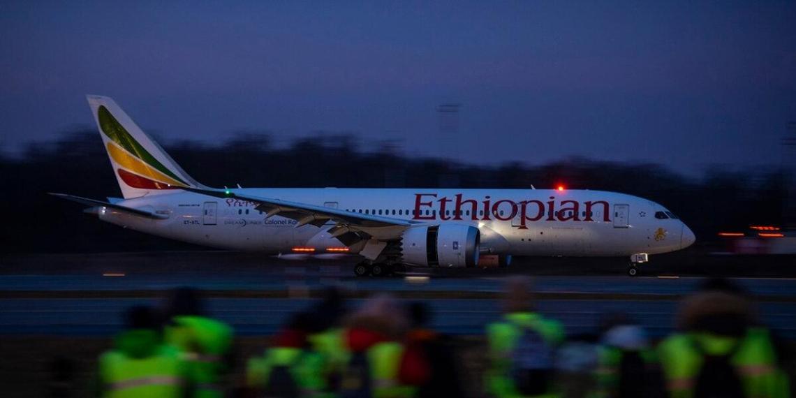 Депортированный за изнасилование афганец вернулся в США на эвакуационном рейсе