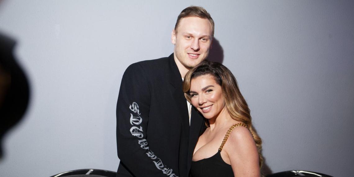 Должны любить без зарплаты: Седокова призналась, что уже год содержит своего мужа-баскетболиста
