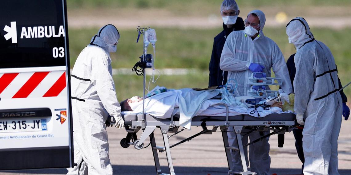 """Ситуация кризисная"": в реанимациях Франции не осталось мест"