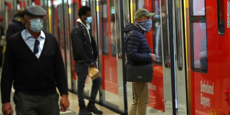 Еврокомиссия объявила о начале третьей волны коронавируса в Европе