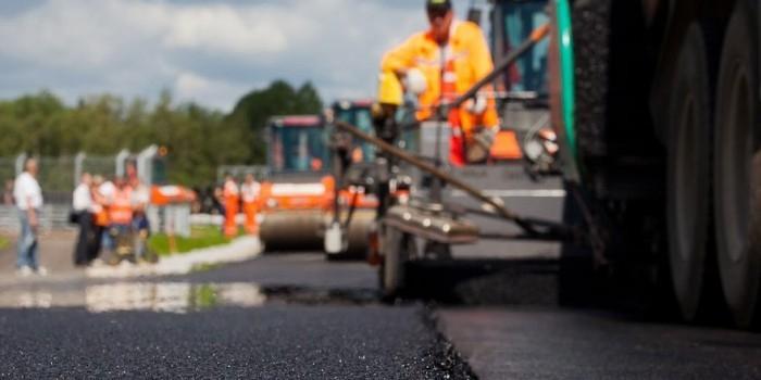 В Астрахани строителей оштрафовали за самовольный ремонт дороги