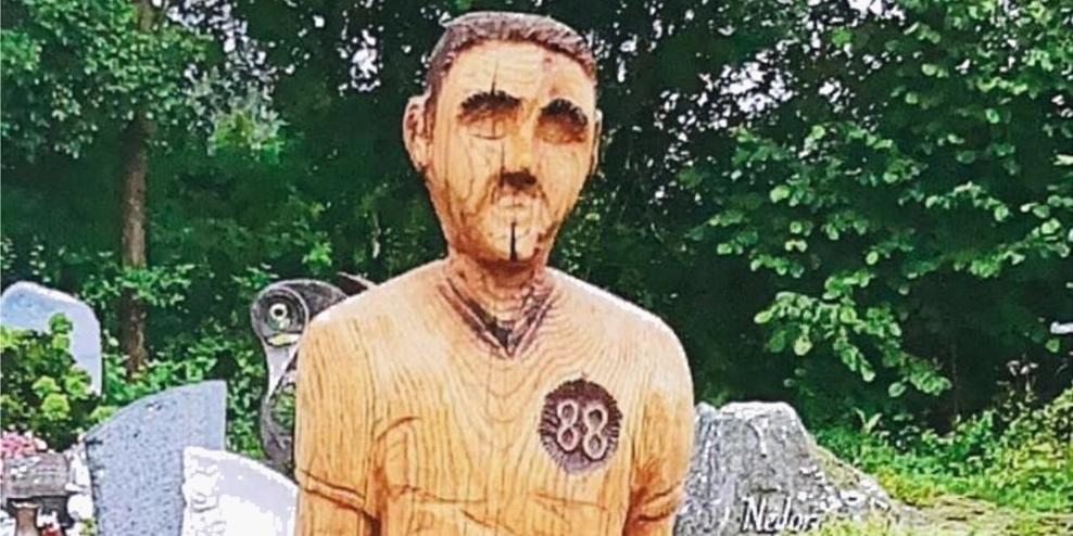 Немецкие власти заставили мужчину убрать с могилы отца скульптуру из-за ее сходства с Гитлером