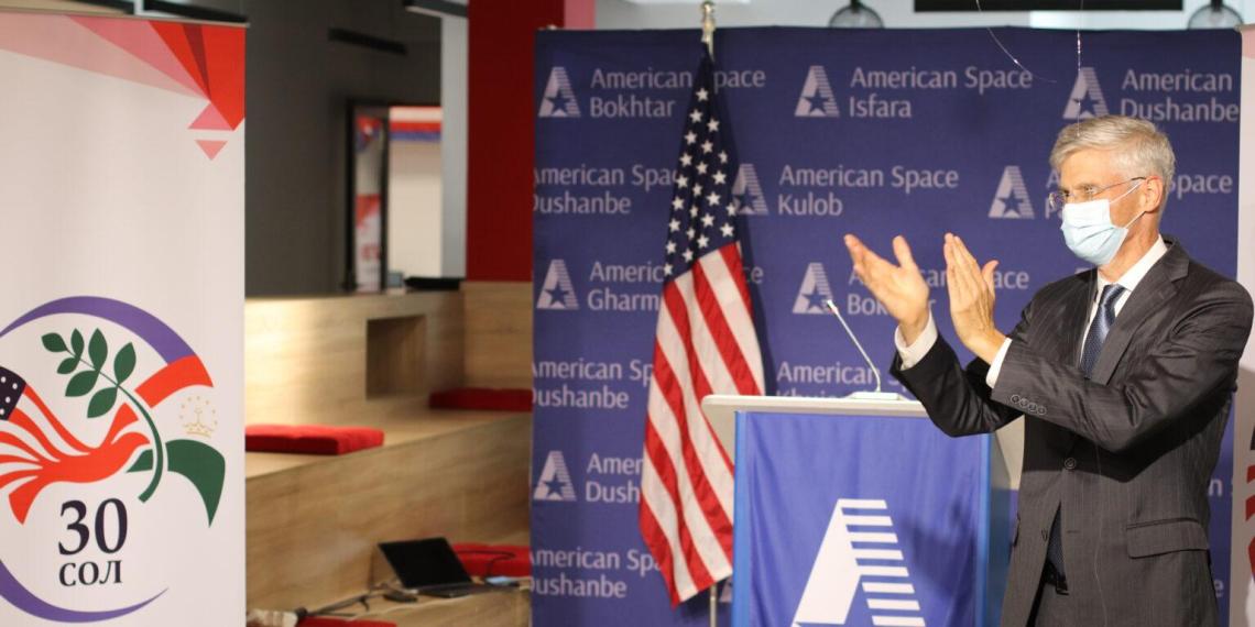 МИД Таджикистана вызвал посла США из-за высказываний Байдена