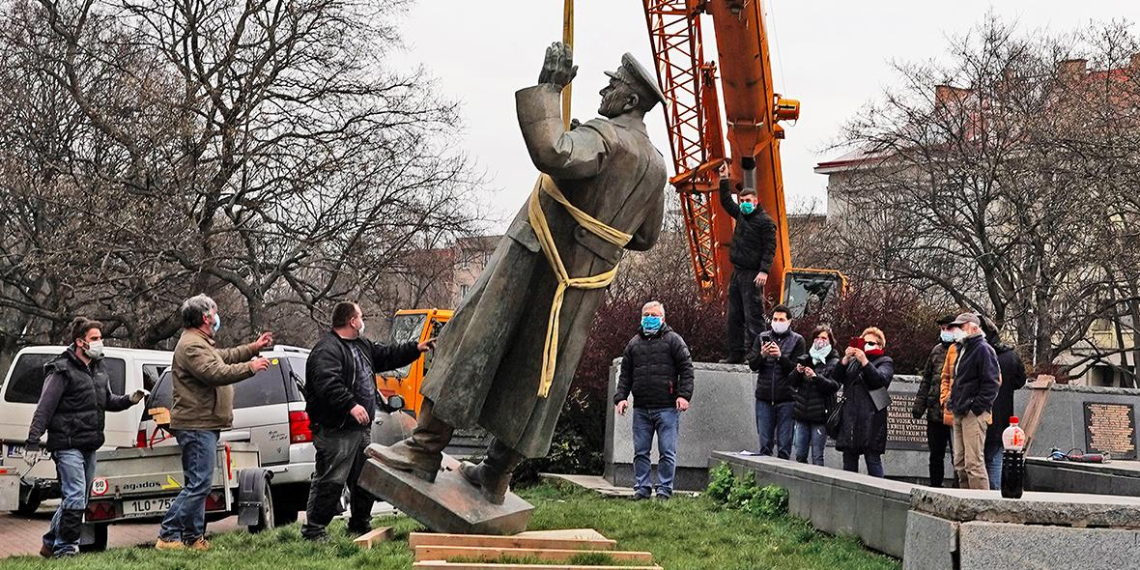 Россия проверяет американский след в сносе памятника Коневу в Праге