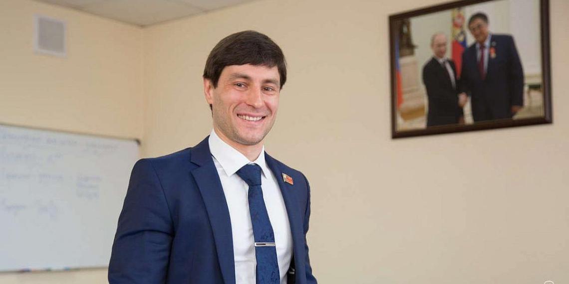 Глава совета депутатов Кузбасса ушел в отставку, освободив место для Тулеева