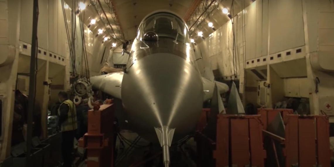 Минобороны показало перевозку МиГ-29 внутри Ан-22