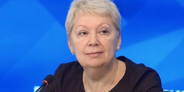 """Васильева запретит употреблять в школах слово """"услуга"""""""