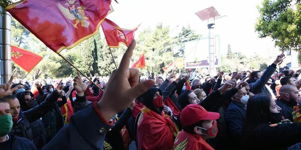 В Черногории протестуют против предоставления гражданства россиянам и сербам