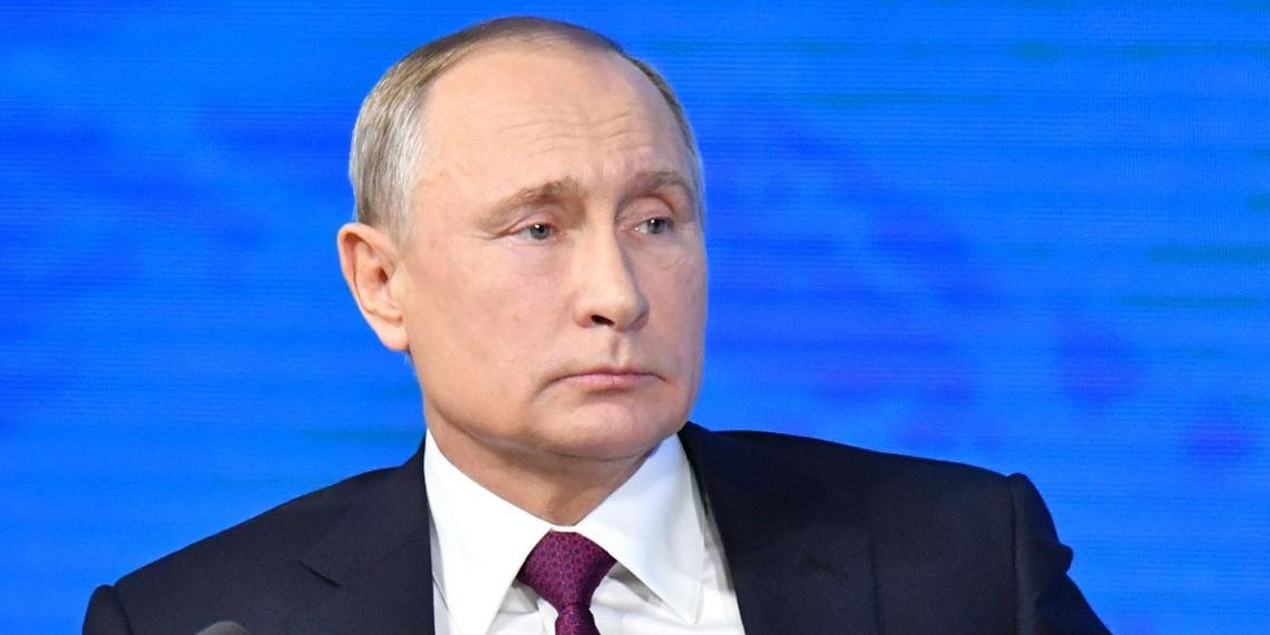 Путин: молодежь - опора сегодняшнего дня и будущее России