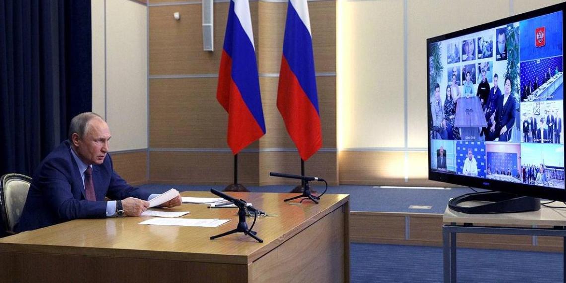"""Путин отметил, что в предварительном голосовании """"Единой России"""" приняли участие очень много молодых людей"""
