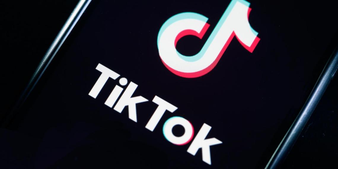 TikTok забанил 11 аккаунтов за призывы выходить на незаконные акции