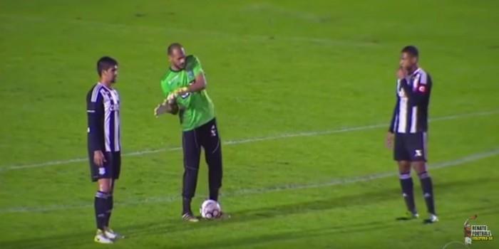 Бразильский вратарь сбежал с матча, пропустив два гола