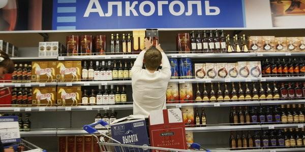 Минпромторг предложил снять запрет на продажу алкоголя возле школ