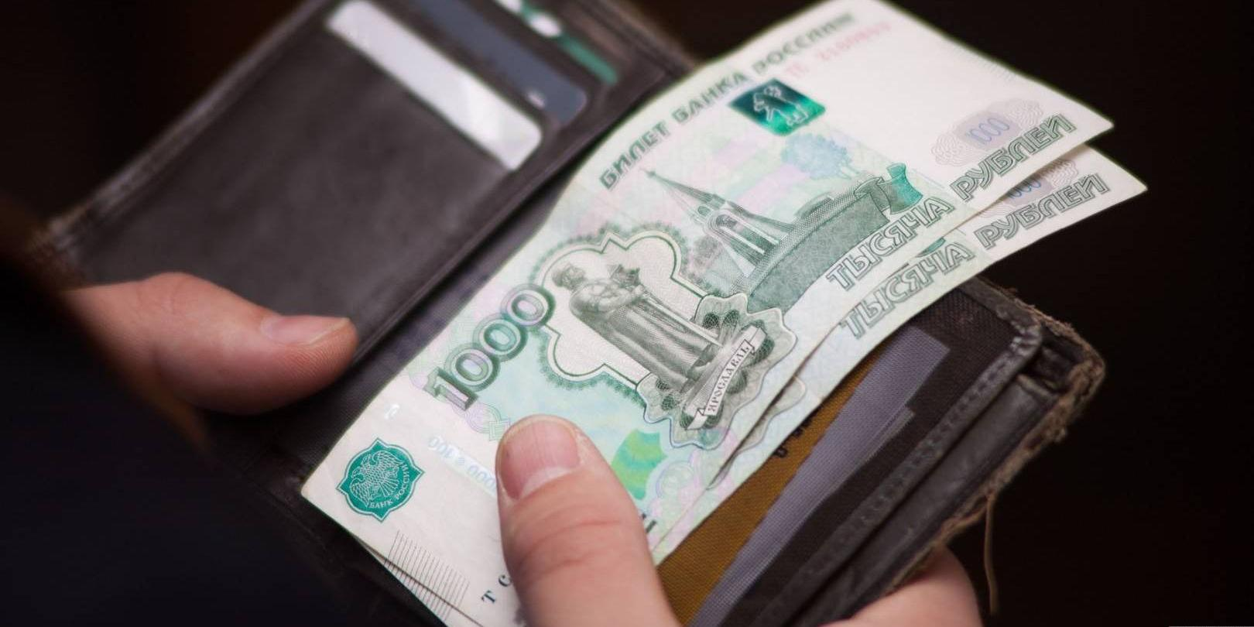 Каждый пятый взрослый россиянин не может обойтись без материальной помощи родителей