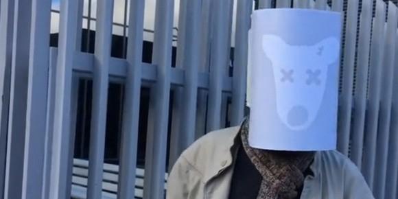 """Заблокированный пользователь """"Вконтакте"""" приковал себя напротив офиса Mail.ru"""