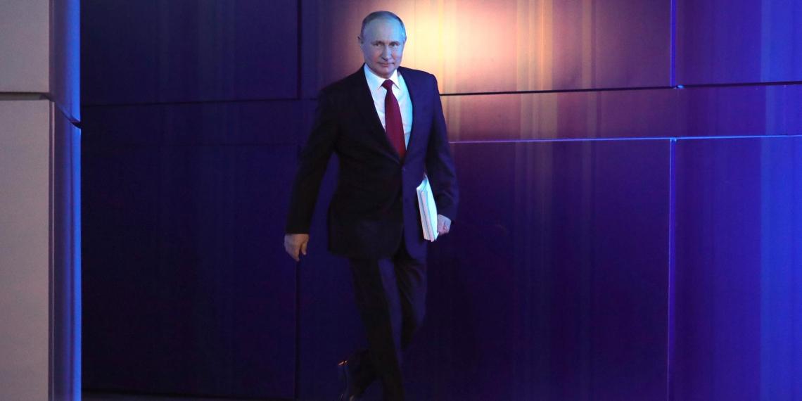 Путин осмотрел новую поликлинику в Усмани