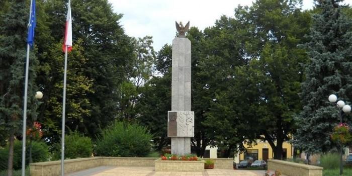 """В МИД назвали """"демонстративным цинизмом"""" демонтаж советского памятника в Польше"""
