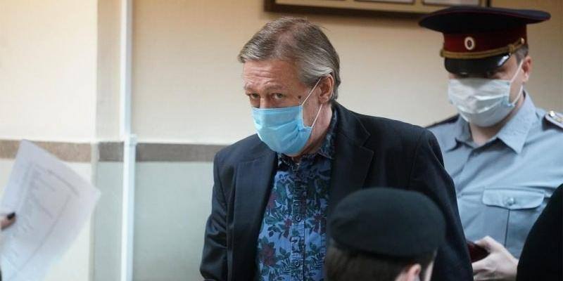 Новый адвокат Ефремова попросил для актера условный срок