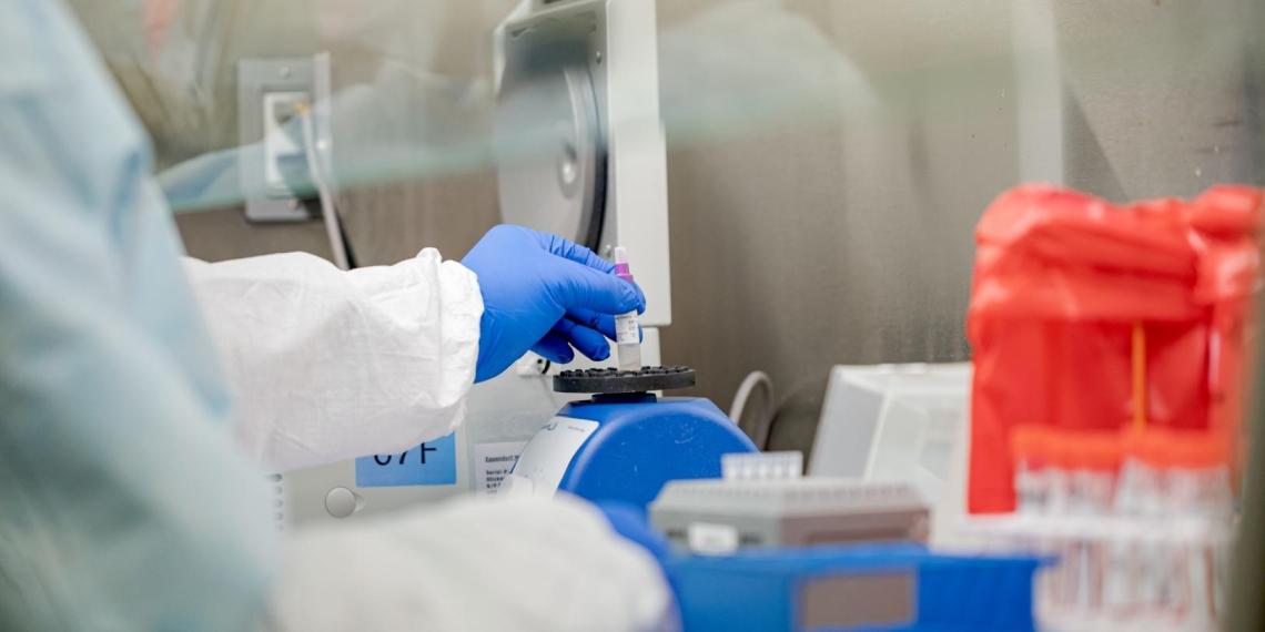 Иммунолог назвал противопоказания при вакцинации от COVID-19
