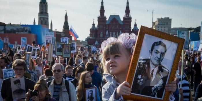 """В Москве свыше 800 тысяч человек вышли на акцию """"Бессмертный полк"""""""