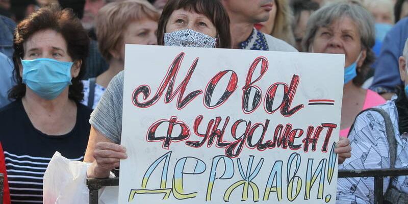 На Украине работникам сферы обслуживания официально запретили говорить по-русски
