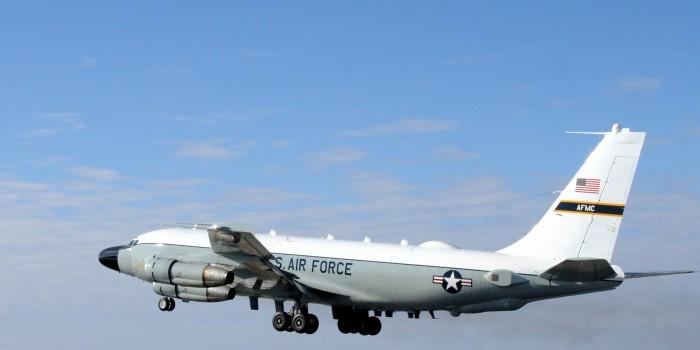 Американский самолет-разведчик RC-135 в восьмой раз за две недели замечен у границ России