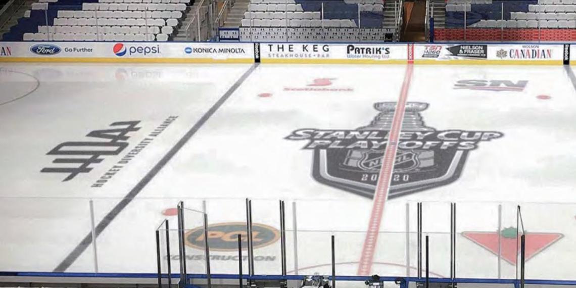 Темнокожие хоккеисты попросили у НХЛ перекрасить синюю линию в черный и $100 млн